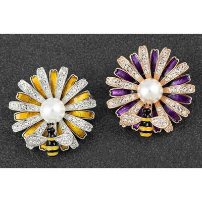 Honey Bee Daisy Flower Brooch with Fresh water Pearl and Diamante Gems equilibrium