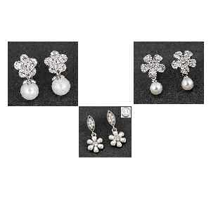 Selection of equilibrium Jewellery Pearl Flower Earrings