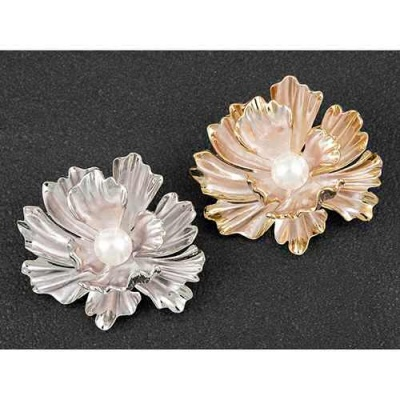Freshwater Pearl Flower Brooch plated with real rose gold / white gold equilibrium