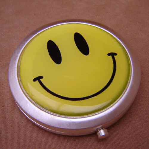 Smiley Face Design Compact Mirror to Make Someone Happy